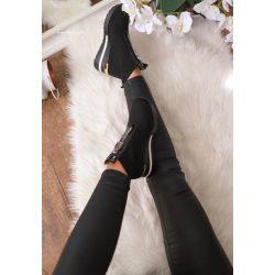 Fekete zokni bokacsizma