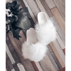 Fehér szőrmés papucs