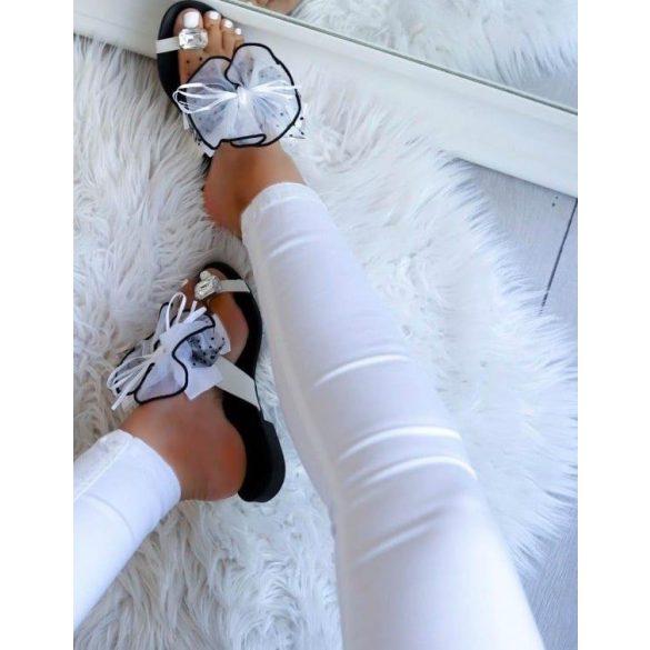 Fehér masnis papucs